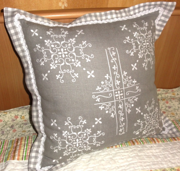 Pillow Set Free Embroidery Free Embroidery Designs Links And