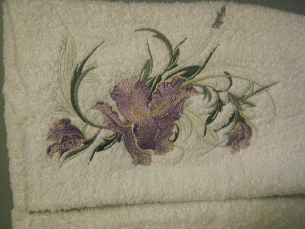 Towel with Swirl flower embroidery