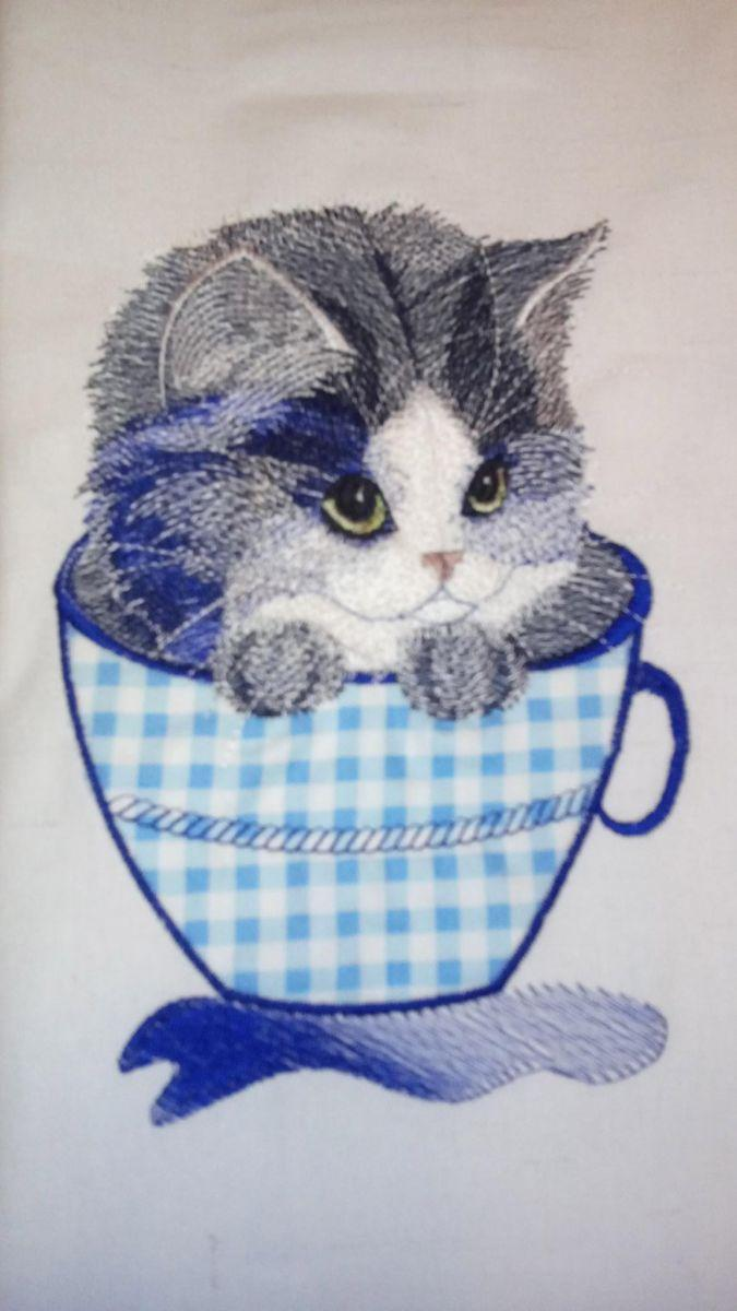 Kitten in a mug applique free embroidery design