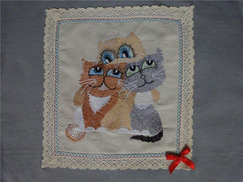Napkin with 3 kitten free embroidery design