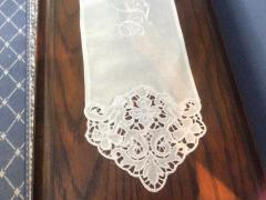Napkin with lace free embroidery design