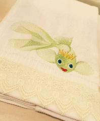 Towel with gold fish free embroidery