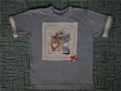 Embroidered baby shirt with 3 cats free design
