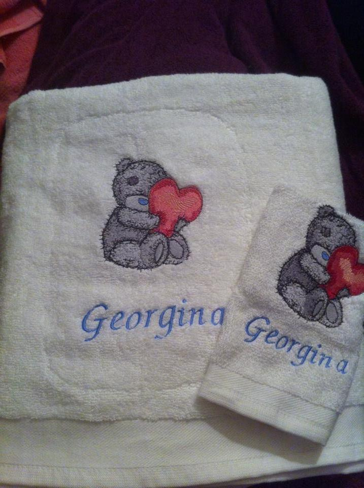 Embroidered towel with Teddy Bear design
