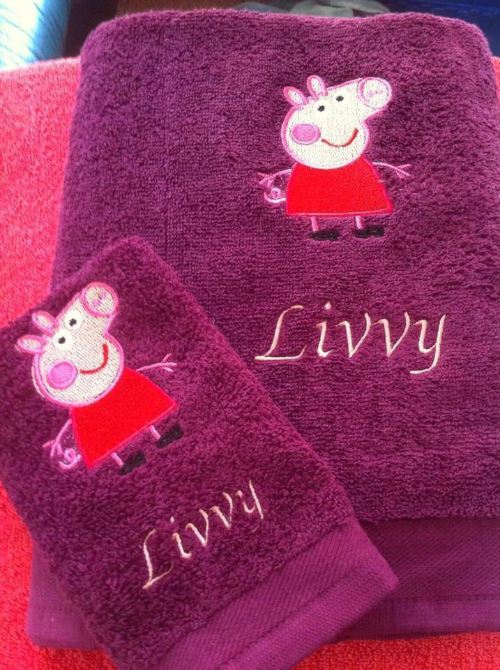 Embroidered towel with Peppa Pig design