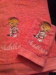 Embroidered towel with Doc Mc Stuffins design