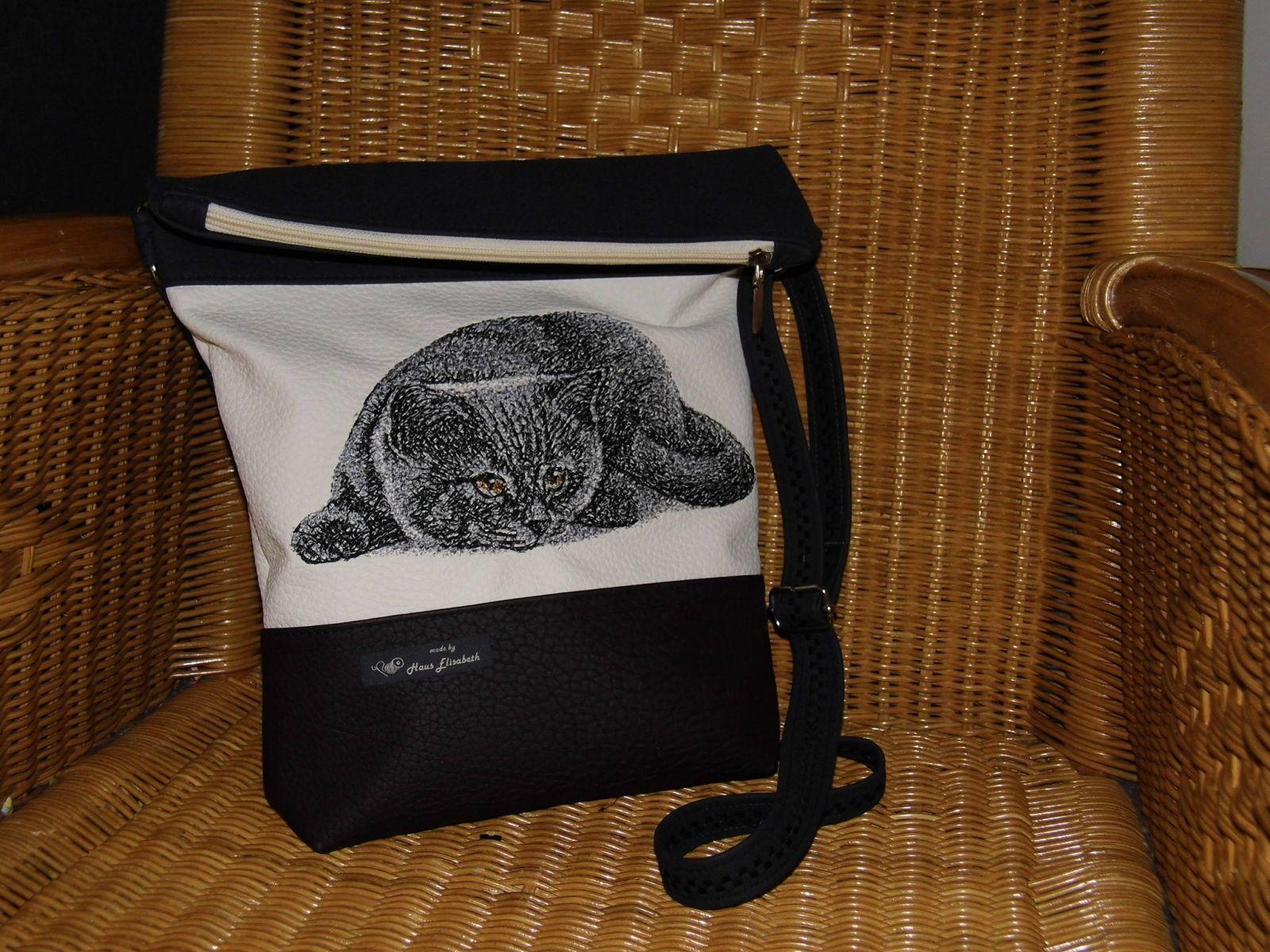 Bag with British Cat free embroidery design