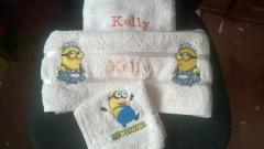 Set of embroidered towels with Minions design