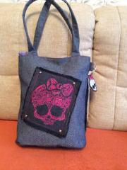 Woman's bag with Monster High embroidery design