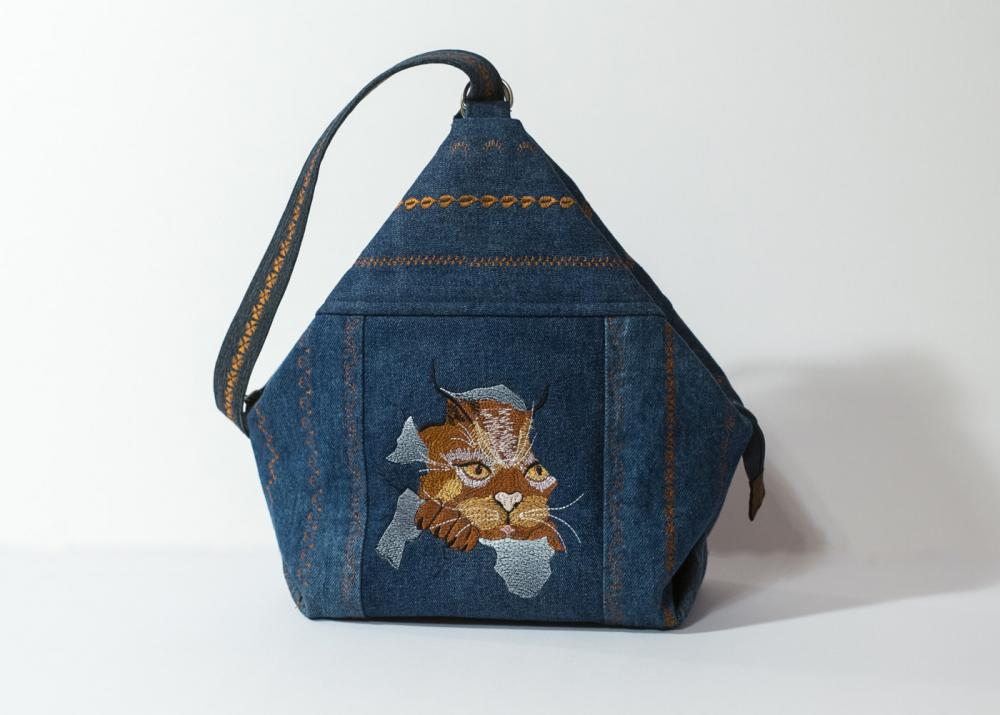 Women bag with Cat free embroideyr design