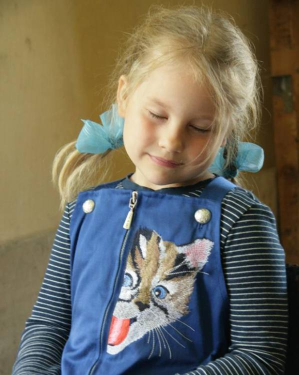 Embroidered girl's jacket with playing kitty design