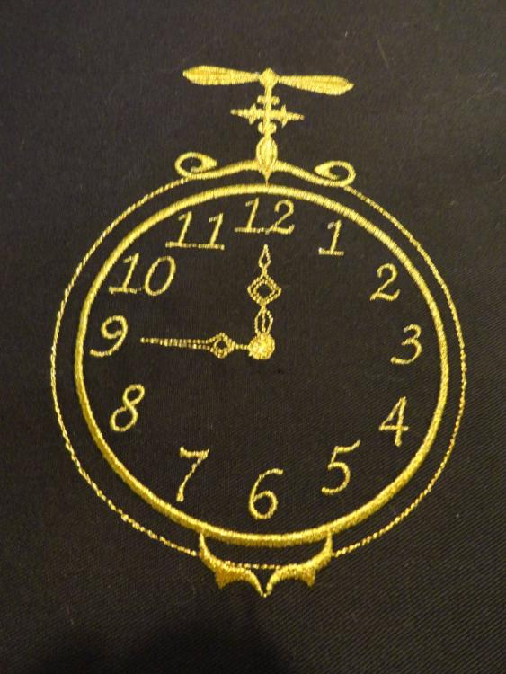 Clock for Christmas free embroidery design
