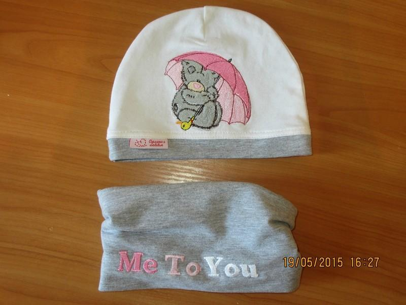winter babby hat with Teddy-bear sitting with a pink umbrella embroideyr design