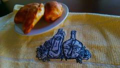Embroidered kitchen napkin with Bottles and flowers design