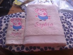 Bath towel with Peppa Pig embroidery design
