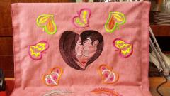 Pillow with kiss free embrodiery design