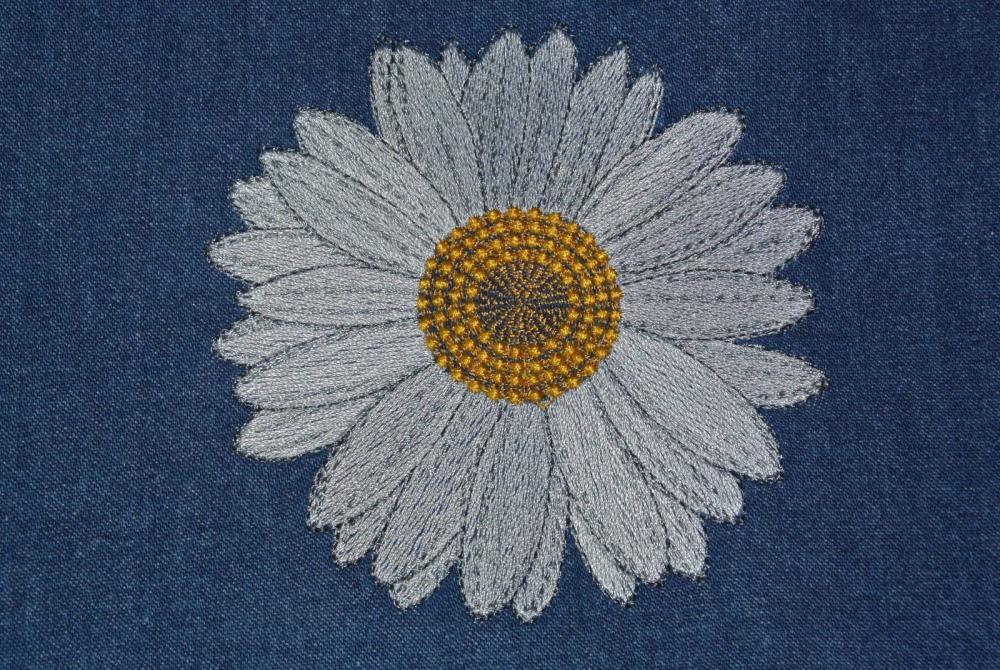 Daisy free embroidery design