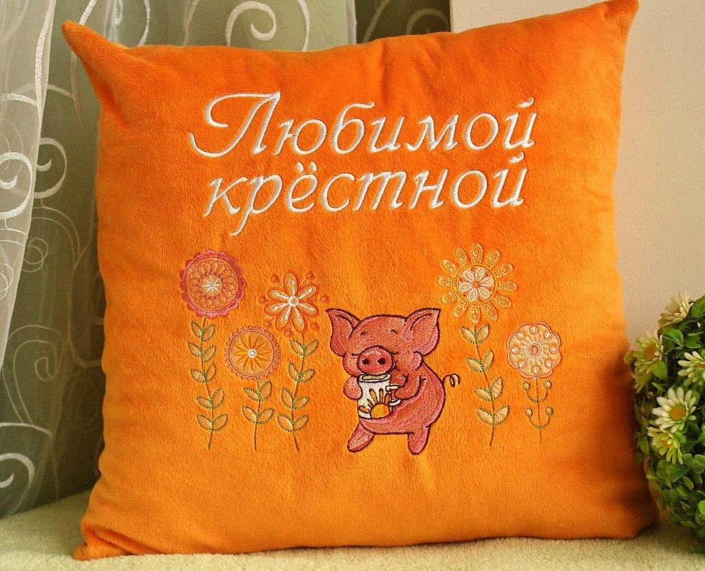 Cushion with Piglets tea time embroidery design