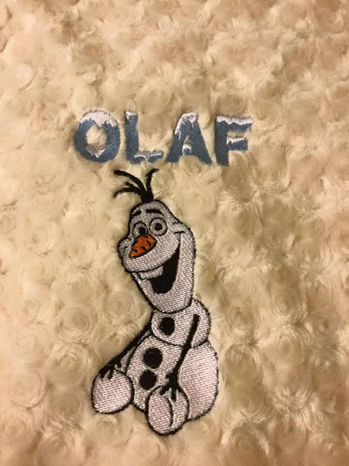 Bed cover with Happy Olaf embroidery design