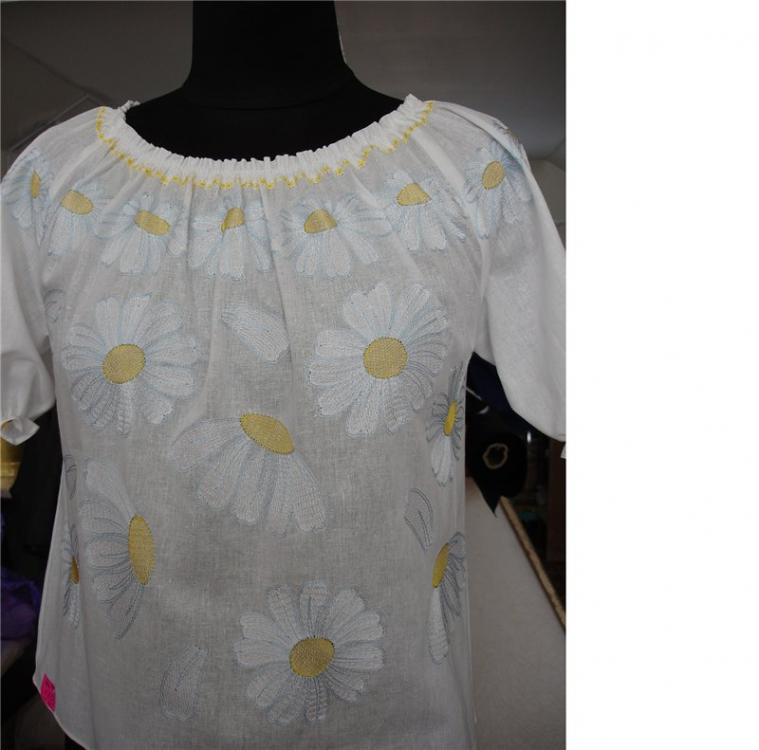 Blouse Chamomile free embroidery design