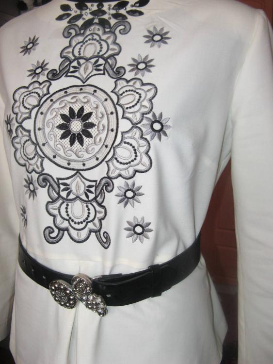 Blouse with free embroidery