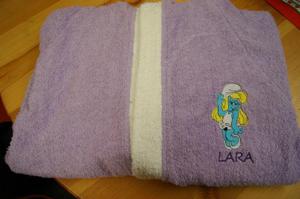 Bath obe Happy Smurf Girl embroidery design