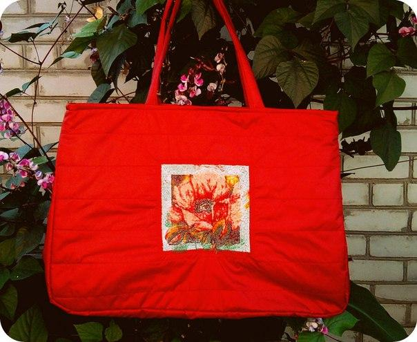 Embroidered bag with red poppy free design