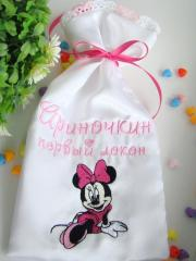 Mini bag with Minnie Mouse embroidery design
