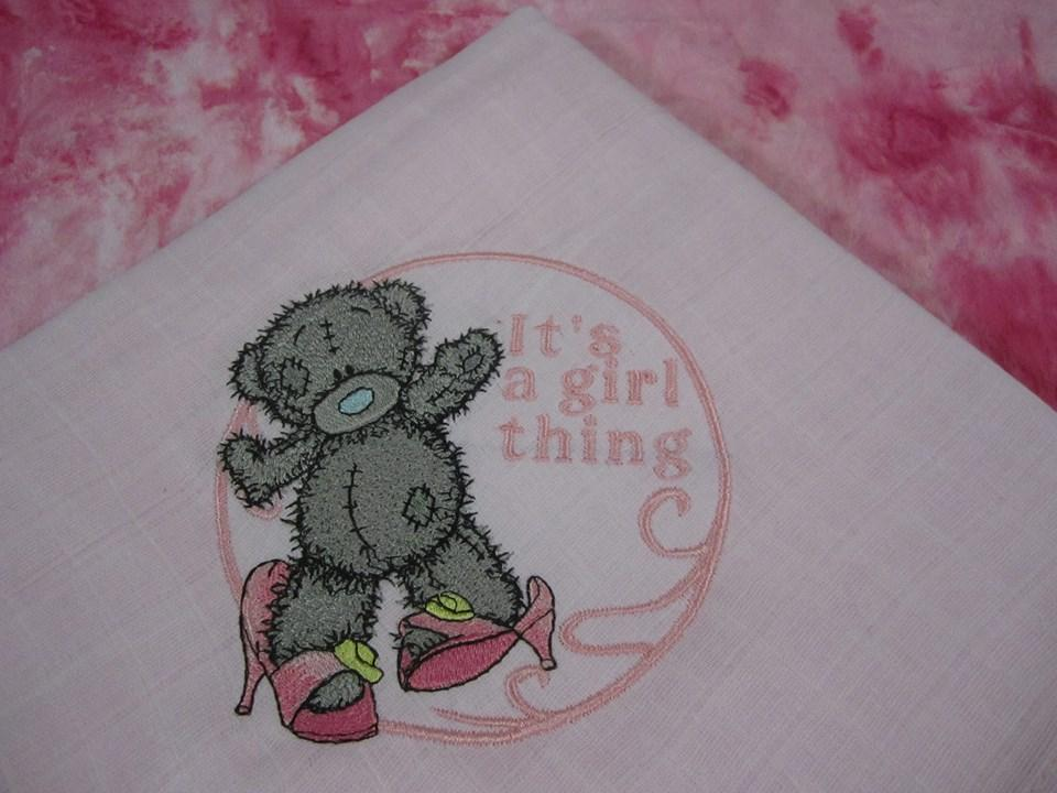 Napkin with Teddy Bear getting ready for a party machine embroidery design