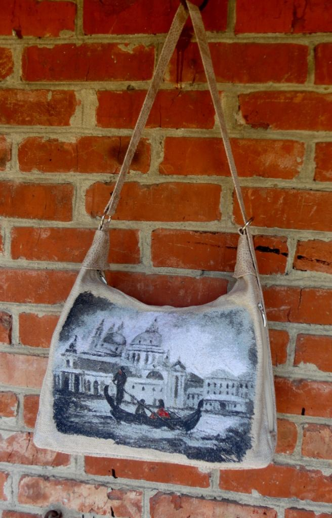 Bag with venezia photo stitch free embroidery design