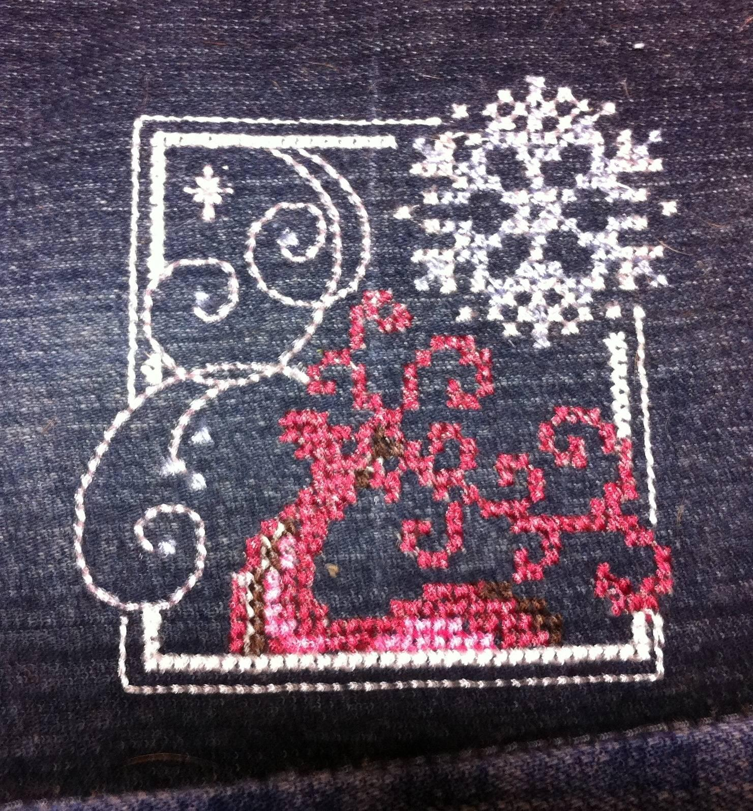 Christmas deer cross stitch free embroidery design