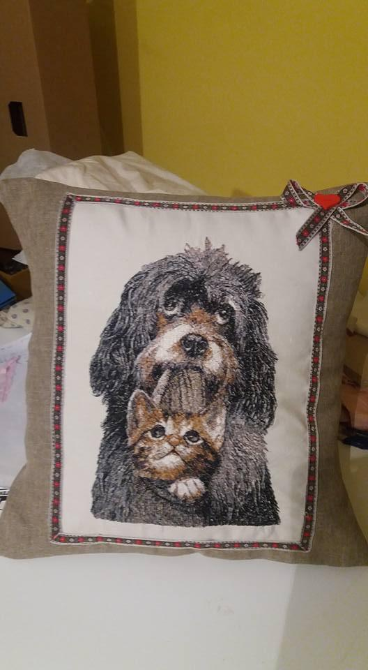 Cushion big dog and kitty free embroidery design