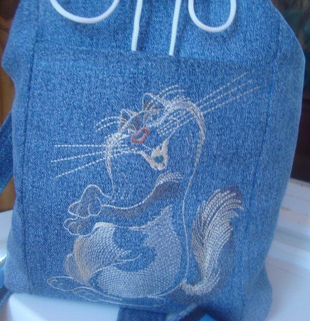 Backpack with Funny cute cat free machine embroidery design