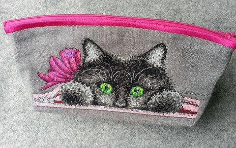 Small bag with inside kitty cross stitch free embroidery design