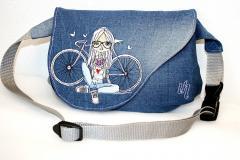Handbag with Young photographer embroidery design