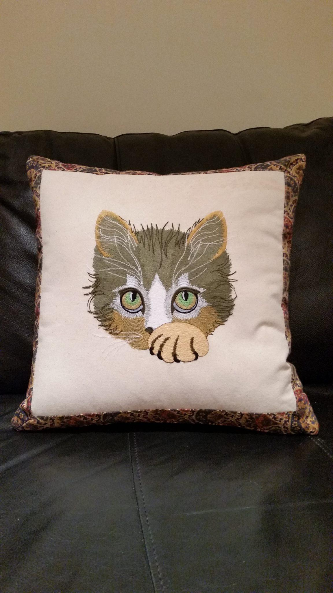Cushion with cute kitty free embroidery design