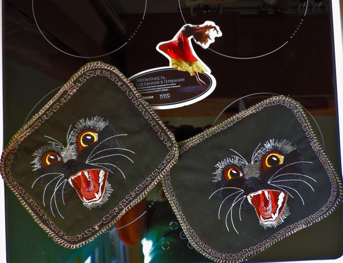 Potholder with panther free embroidery design