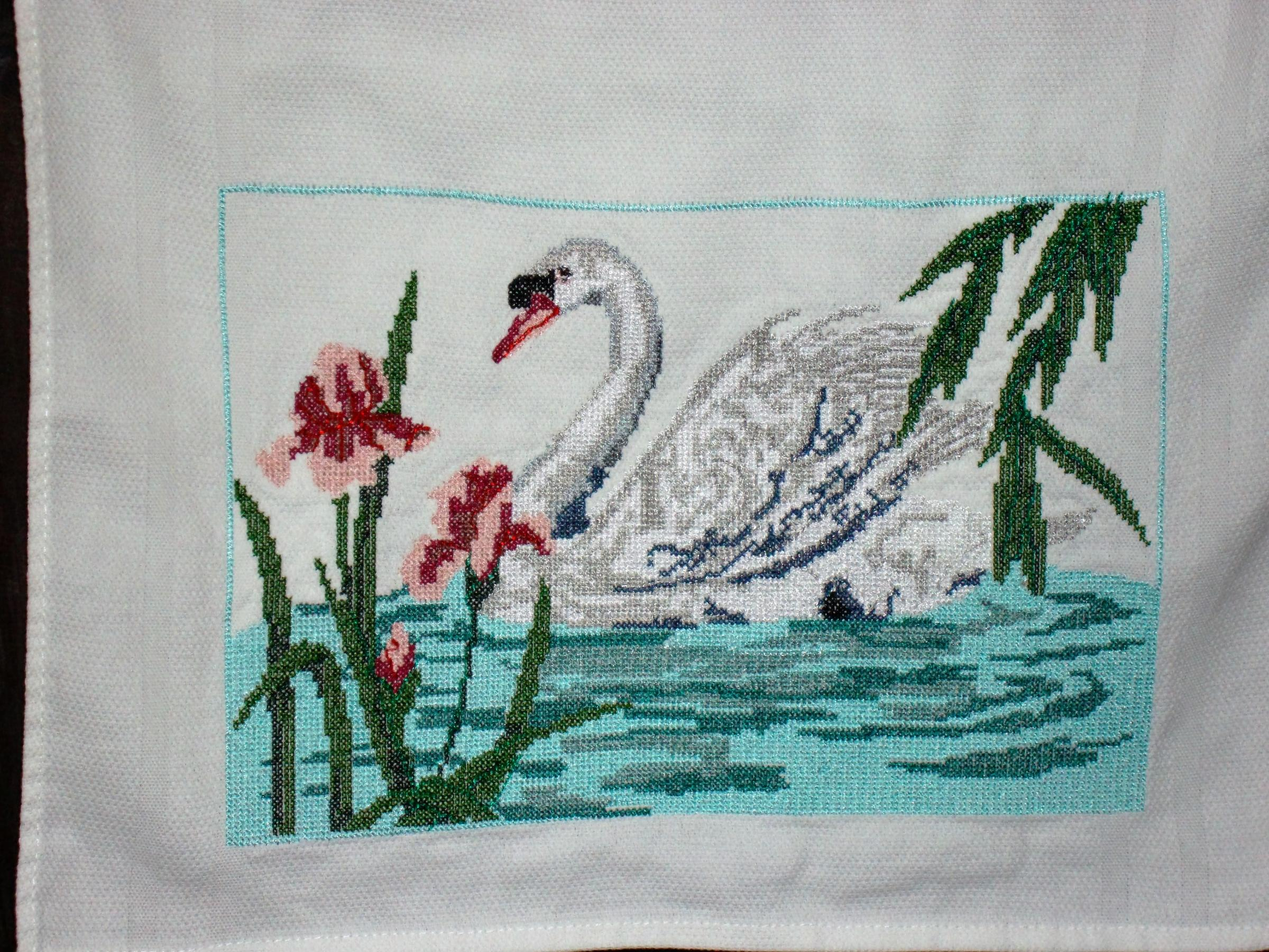 White swan cross stitch free embroidery design