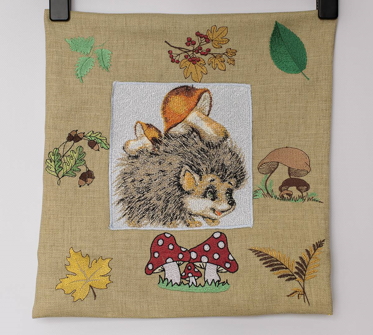 Cushion with hedgehog photo stitch free_embroidery design