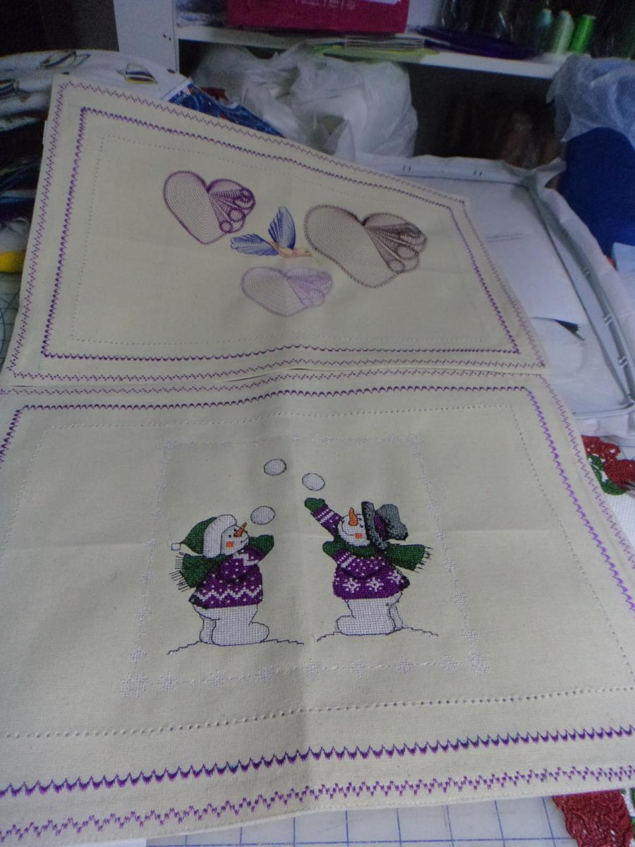 I love placemats with snowmen cross stitch design