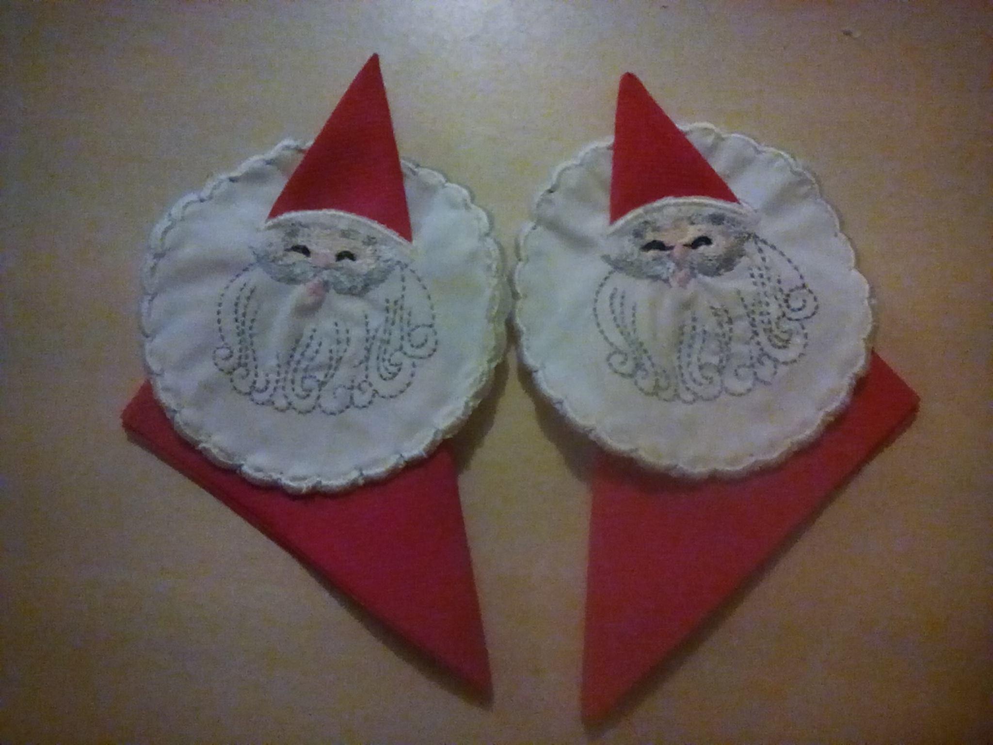 Noel serviette embroidered