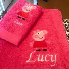 Bath towels with Peppa Pig embroidery design