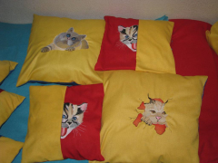 Cushion with cats free embroidery design