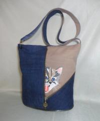 Embroidered bag with kitty design
