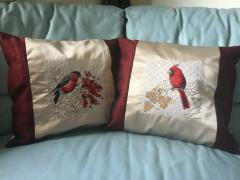 Embroidered cushion with Christmas bird free design