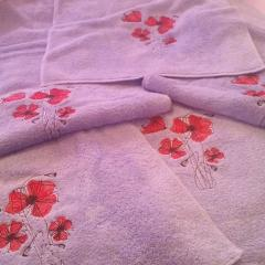Towels with poppies free embroidery design