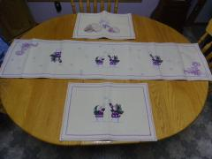 Wonderful table runner and placemats set with Christmas snowgame