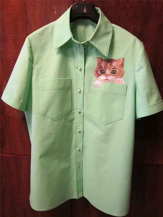 Embroidered pocket cat design