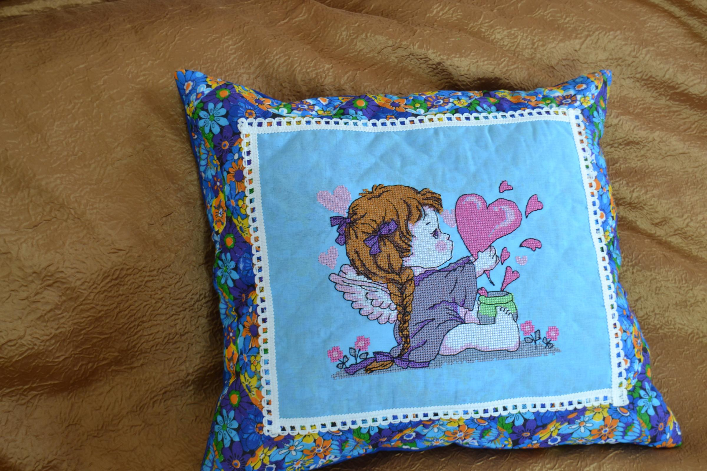 Cushion with little cute angel cross stitch free embroidery design