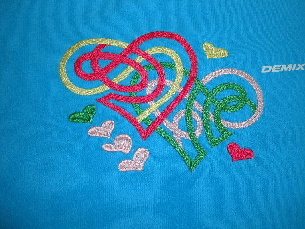 Modern heart free embroidery design